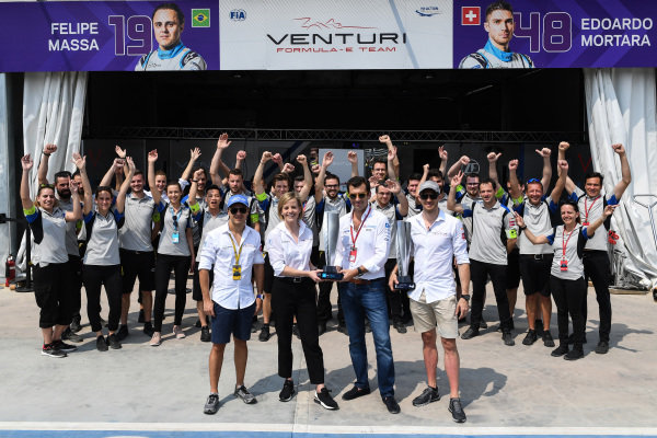 Edoardo Mortara (CHE) Venturi Formula E, recieven the , 1st position trophy from the Hong Kong
