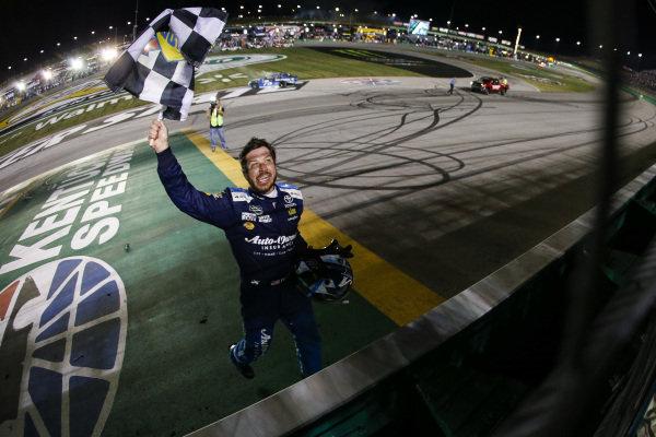 #78: Martin Truex Jr., Furniture Row Racing, Toyota Camry Auto-Owners Insurance celebrates