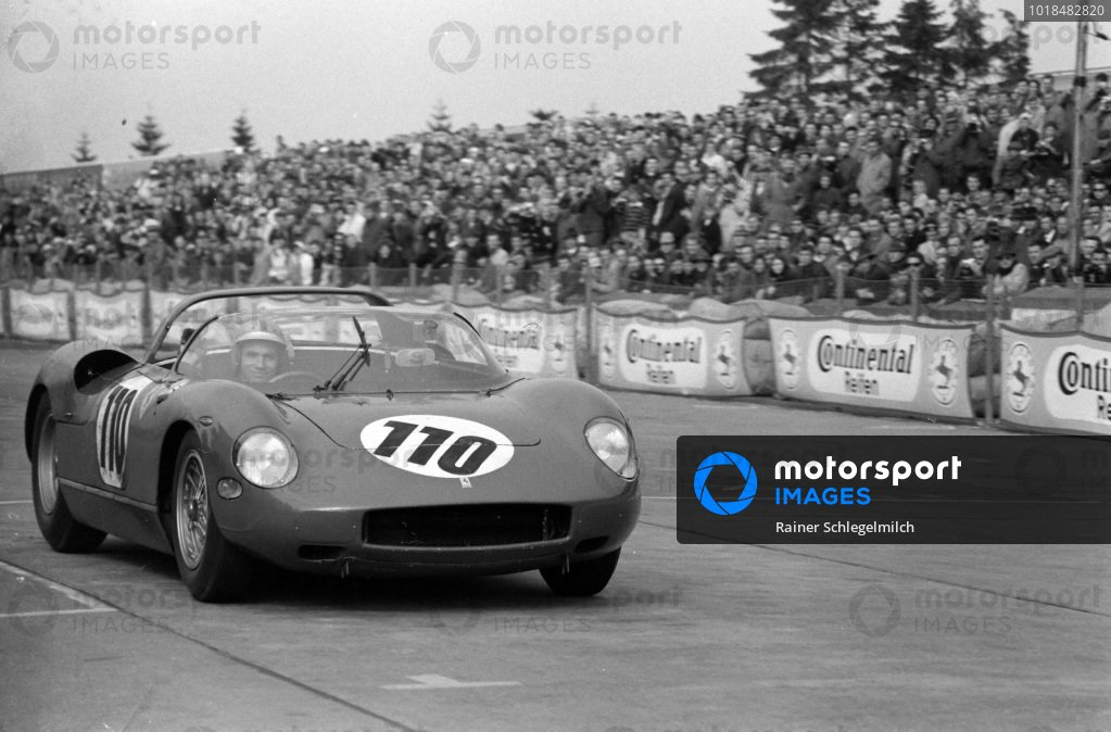 John Surtees / Willy Mairesse, SpA Ferrari SEFAC, Ferrari 250 P 0812 waves to the crowd after winning the race.