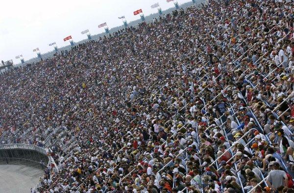 2002 NASCAR Miami, USA November 14-17,2002,Homestead-Miami Motorsports Complex-a view of the miami turn one crowd,-Robt LeSieur2002LAT Photographic