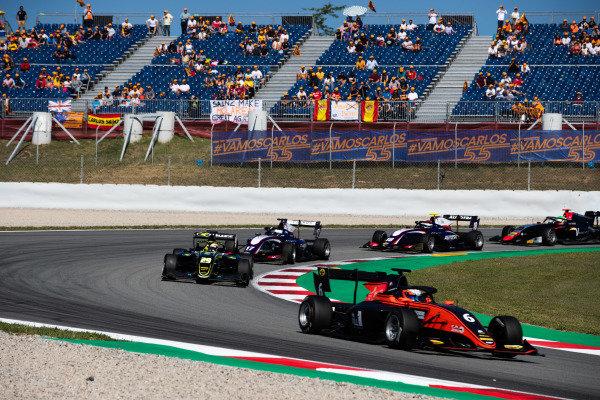 Richard Verschoor (NLD, MP Motorsport) and Teppei Natori (JPN, Carlin Buzz Racing)