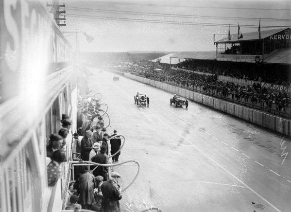 Louis Villeneuve / André Vagniez, Bugatti T51A, leads  Percy Maclure / Sammy Newsome, Riley, Riley MPH.