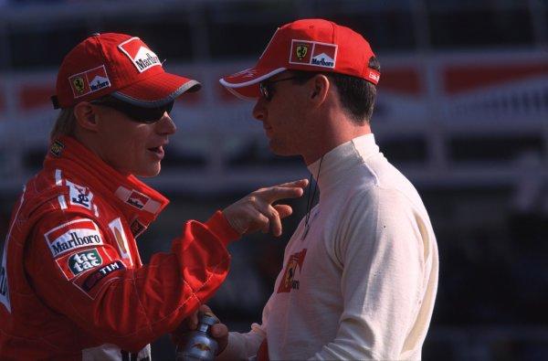 1999 Italian Grand Prix.Monza, Italy.10-12 September 1999.Ferrari team mates Eddie Irvine and Mika Salo have a chat.Ref-99 ITA 11.World Copyright - LAT Photographic