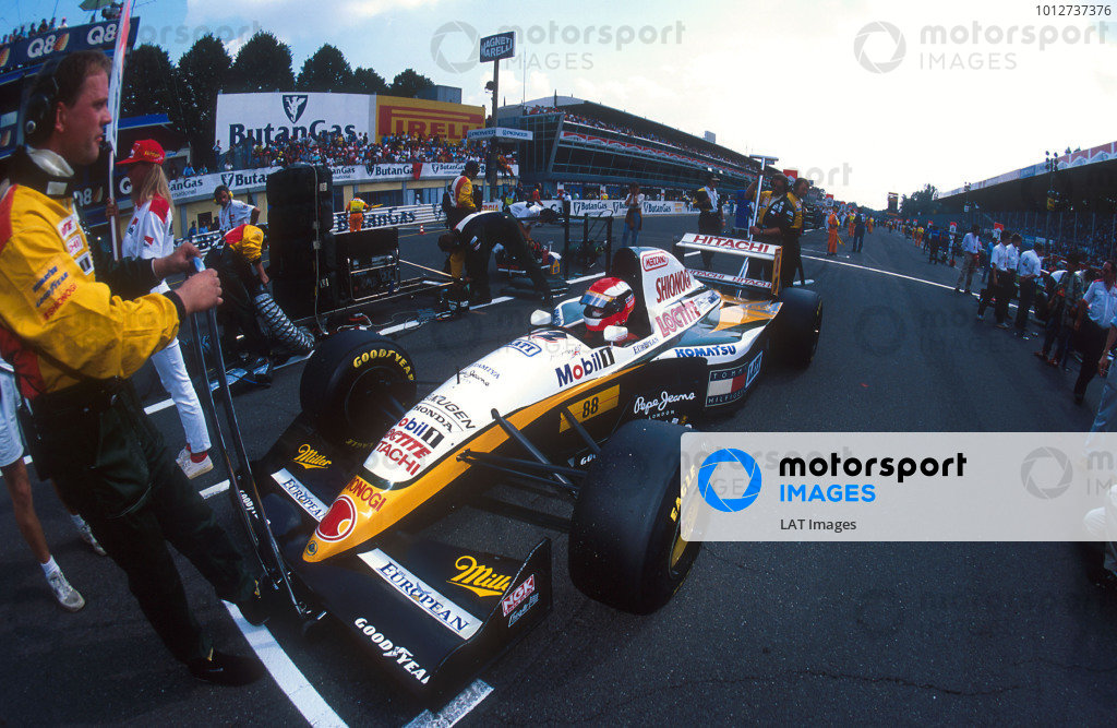 1994 Italian Grand Prix.Monza, Italy.9-11 September 1994.Johnny Herbert (Lotus 109 Mugen-Honda). He was spun round at the Retifillo Chicane at the start by Eddie Irvine who could not brake as quickly as him so ended up hitting him form behind. Ref-94 ITA 02.World Copyright - LAT Photographic