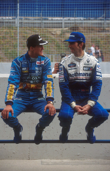 1994 European Grand Prix.Jerez, Spain.14-16 October 1994.Michael Schumacher (Benetton Ford) chats to main rival Damon Hill (Williams Renault) on the pit wall.Ref-94 EUR 02.World Copyright - LAT Photographic