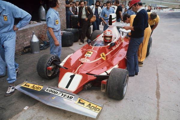 Kyalami, South Africa. 4-6 March 1976. Niki Lauda, Ferrari 312T, in the pits. Ref: 76SA03. World Copyright - LAT Photographic