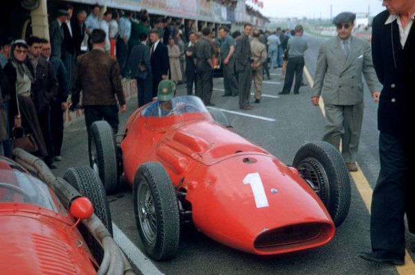 1956 French Grand PrixReims, France. 29th June - 1st July Maserati 250F Chassis no. 2501 is prepared in the pits as a crowd of people watch on World Copyright: LAT Photographicref: 56 FRA 16