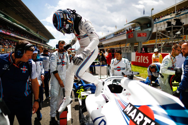 Lance Stroll, Williams Racing, arrives on the grid.