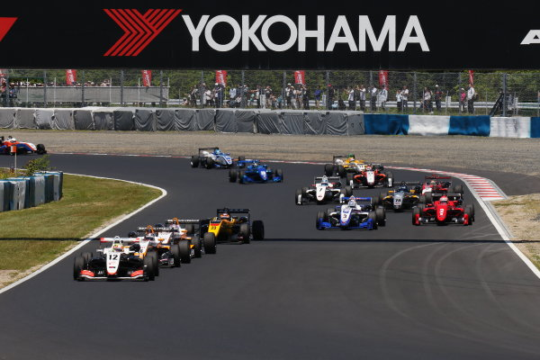 2017 Japanese Formula 3 Championship. Okayama, Japan. 27th - 28th May 2017. Rd 8 & 9. Rd 9 Start of the race action World Copyright: Yasushi Ishihara / LAT Images. Ref: 2017JF3_Rd9_001