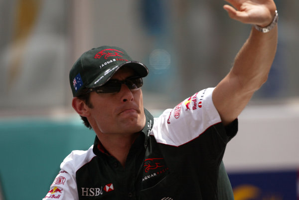 2004 Malaysian Grand Prix - Sunday Race, 2004 Malaysian Grand Prix Sepang, Kuala Lumpur. Malaysia. 21st March 2004 Mark Webber, Jaguar R5 gives the crowd a wave in the pre-race drivers parade. Portrait. World Copyright: Steve Etherington/LAT Photographic ref: Digital Image Only