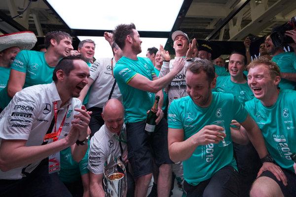 Autodromo Hermanos Rodriguez, Mexico City, Mexico. Sunday 1 November 2015. Nico Rosberg, Mercedes AMG, 1st Position, celebrates with his team. World Copyright: Steve Etherington/LAT Photographic ref: Digital Image SNE19386