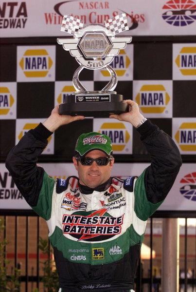 Race winner Bobby Labonte (USA) Interstate Batteries.NASCAR Winston Cup Series, NAPA 500, Atlanta, USA, 17 November 2001.DIGITAL IMAGE