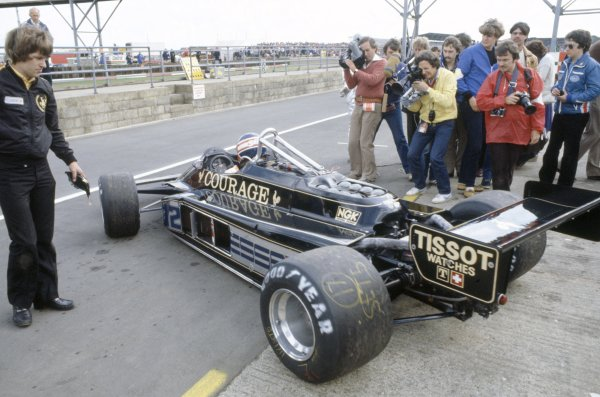 1981 British Grand Prix.Silverstone, Great Britain. 16-18 July 1981.Nigel Mansell (Lotus 87-Ford Cosworth), did not qualify. In the pits.World Copyright: LAT PhotographicRef: 35mm transparency 81GB04