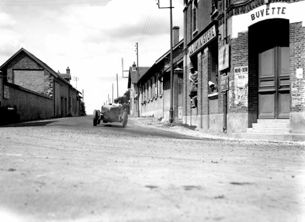 1932 French Grand Prix.Reims, France. 3 July 1932.Philippe Etancelin (Alfa Romeo 8C-2300).World Copyright: LAT PhotographicRef-MotorSport neg