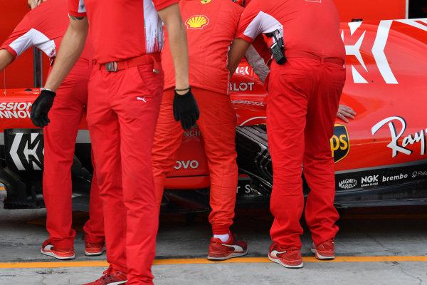 Charles Leclerc, Ferrari SF-71H with missing bodywork and Ferrari mechanics