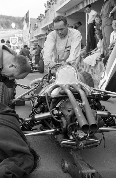 Phil Hill watches as mechanics work on his Cooper T73 Climax.
