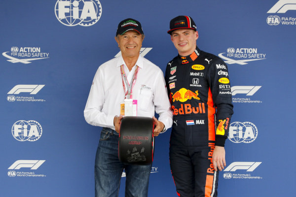 Jo Ramírez presents Pole Sitter Max Verstappen, Red Bull Racing with the Pirelli Pole Position Award