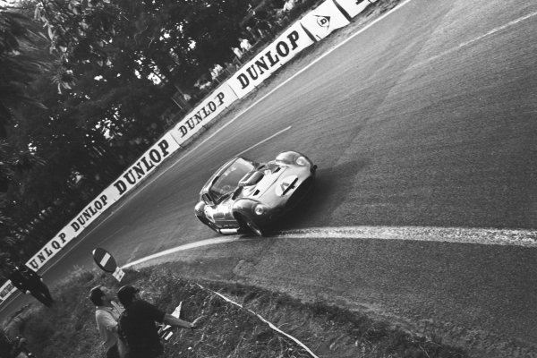 Maurice Trintignant (FRA) Maserati 151/1 Coupe. Le Mans 24 Hours, Le Mans, France, 23 June 1962.