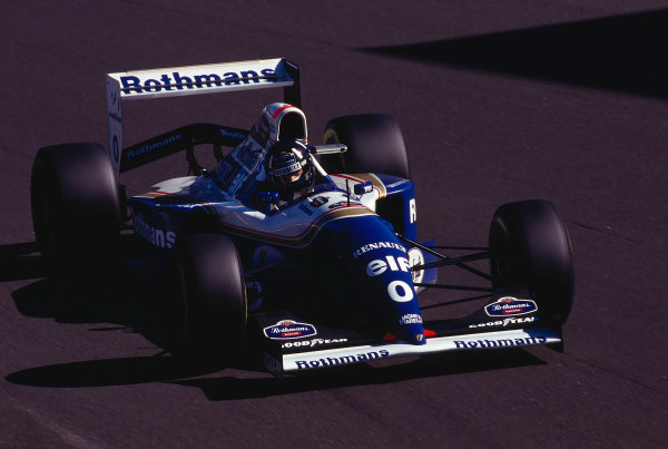 1994 Italian Grand Prix.Monza, Italy.9-11 September 1994.Damon Hill (Williams FW16B Renault) 1st position at Parabolica.Ref-94 ITA 15.World Copyright - LAT Photographic