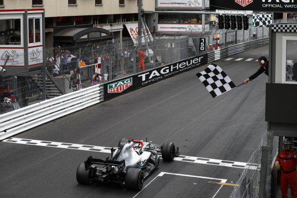 Race Winner Lewis Hamilton, Mercedes AMG F1 W10 crosses the finish line