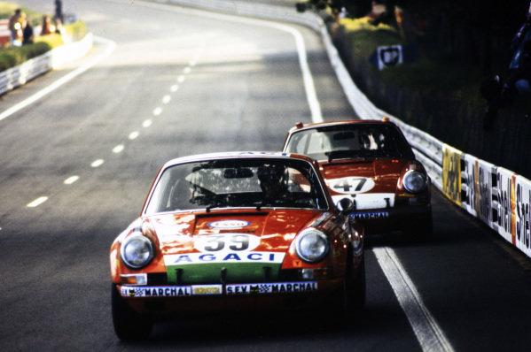 Guy Verrier / Gèrard Foucault, A.G.A.C.I., Porsche 911 S, leads Jean-Jacques Cochet / Jean Selz, Andrè Wicky Racing Team, Porsche 911 S.