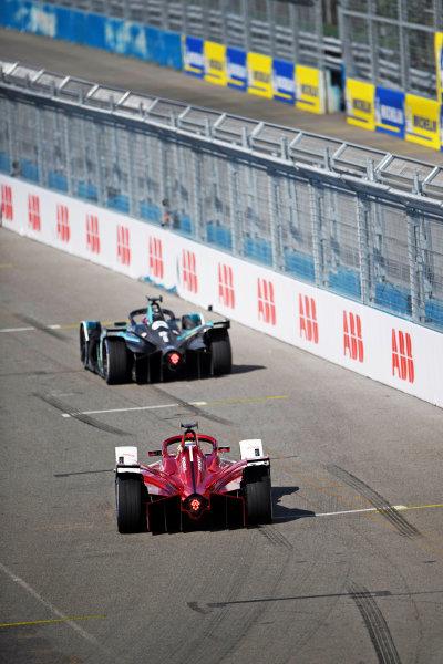 Tom Blomqvist (GBR), NIO 333, NIO 333 001, leads Sergio Sette Camara (BRA), Dragon Penske Autosport, Penske EV-5