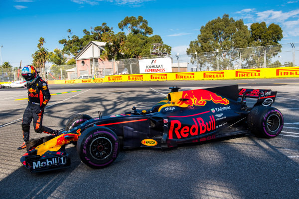 Daniel Ricciardo (AUS) Red Bull Racing RB13 retires from the race at Formula One World Championship, Rd1, Australian Grand Prix, Race, Albert Park, Melbourne, Australia, Sunday 26 March 2017. BEST IMAGE
