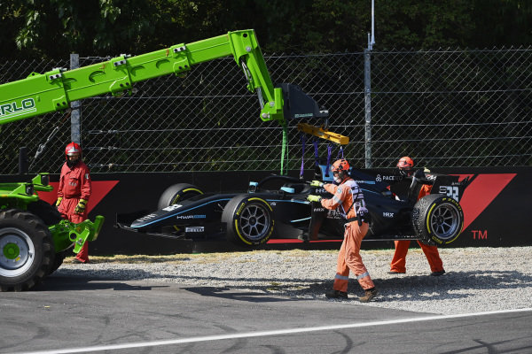 Marshals recover the car of Jake Hughes (GBR, HWA Racelab)