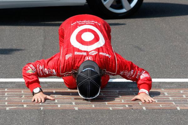 27 May, 2012, Indianapolis, Indiana, USADario Franchitti kisses the Yard of Bricks(c)2012, Phillip AbbottLAT Photo USA