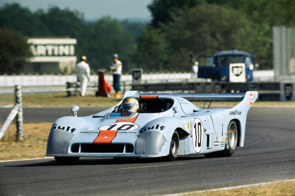 Le Mans, France. 14 - 15 June 1975 Vern Schuppan/Jean-Pierre Jaussaud (Gulf Mirage GR8-Ford), 3rd position, action. World Copyright: LAT PhotographicRef: 75LM05