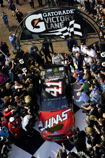 2017 NASCAR Monster Energy Cup - Daytona 500 Daytona International Speedway, Daytona Beach, FL USA Sunday 26 February 2017 Kurt Busch, pulls into victory lane after winning the Daytona 500. World Copyright: John K Harrelson / LAT Images ref: Digital Image 17DAY2jh_08535
