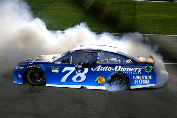 Monster Energy NASCAR Cup Series Go Bowling 400 Kansas Speedway, Kansas City, KS USA Saturday 13 May 2017 Martin Truex Jr, Furniture Row Racing, Auto-Owners Insurance Toyota Camry celebrates his win with a burnout World Copyright: Russell LaBounty LAT Images ref: Digital Image 17KAN1rl_5802