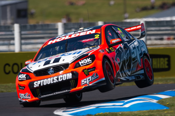2015 V8 Supercars Round 12. Auckland 500, Pukekohe Park Raceway, Auckland, New Zealand. Friday 6th November - Sunday 8th November 2015. Garth Tander drives the #2 Holden Racing Team Holden VF Commodore. World Copyright: Daniel Kalisz/LAT Photographic  Ref: Digital Image V8SCR12_AUCKLAND500_DKIMG1607.JPG