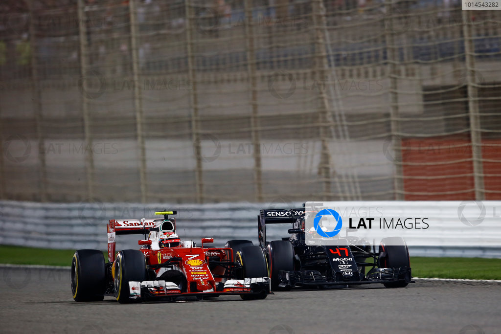 Bahrain International Circuit, Sakhir, Bahrain. Sunday 3 April 2016. Kimi Raikkonen, Ferrari SF16-H and Stoffel Vandoorne, McLaren MP4-31 Honda.  World Copyright: Hone/LAT Photographic ref: Digital Image _ONY2337