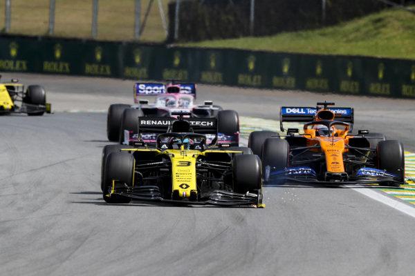 Daniel Ricciardo, Renault R.S.19 with a broken front wing, Carlos Sainz Jr., McLaren MCL34 and Sergio Perez, Racing Point RP19