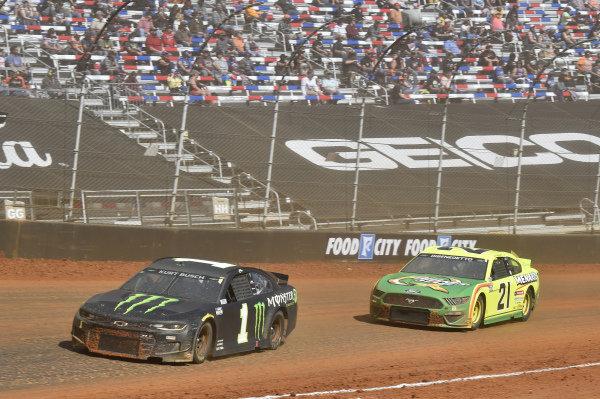 #1: Kurt Busch, Chip Ganassi Racing, Chevrolet Camaro Monster Energy, #21: Matt DiBenedetto, Wood Brothers Racing, Ford Mustang Menards/Quaker State