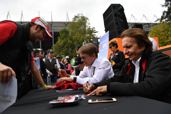 Jo Ramirez (MEX), Adrian Fernandez (MEX) and Emerson Fittipaldi (BRA) sign autographs for the fans at Formula One World Championship, Rd19, Mexican Grand Prix, Practice, Circuit Hermanos Rodriguez, Mexico City, Mexico, Friday 28 October 2016.