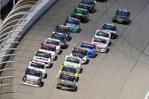 #16: Austin Hill, Hattori Racing Enterprises, Toyota Tundra Hino, AISIN Group and #24: Brett Moffitt, GMS Racing, Chevrolet Silverado Chevrolet Accessories