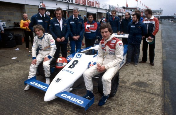 Jonathan Palmer (GBR), right, and Mike Thackwell (NZL) pose with their Ralt-Honda team mates.