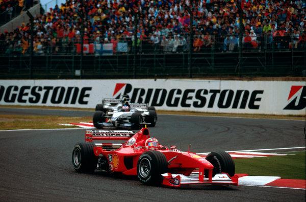 Suzuka, Japan.6-8 October 2000.Rubens Barrichello (Ferrari F1-2000) followed by Jenson Button (Williams FW22 BMW).World copyright - LAT Photographic