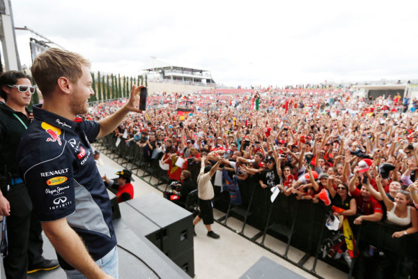 Circuit of the Americas, Austin, Texas, United States of America. Saturday 16th November 2013.  Sebastian Vettel, Red Bull Racing, takes a photo of the crowd. World Copyright: Charles Coates/LAT Photographic. ref: Digital Image _N7T9506