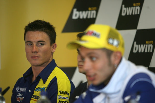 Donington Park, England. 18th June 2008.Preview Day.James Toseland Tech 3 Yamaha listens to Valentino Rossi Fiat Yamaha Team during the pre event press conference.World Copyright: Martin Heath/ LAT Photographicref: Digital Image