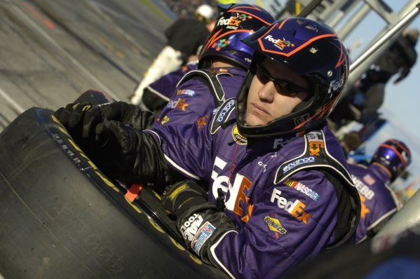 February, Daytona Int Speedway, Budweiser Shootout USA, 2006,Denny hamlin Fed -Ex crewman watches his driver race to the lead2006 Copyright©Robt LeSieur USA LAT Photographic