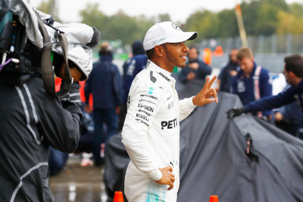 Autodromo Nazionale di Monza, Italy. Saturday 02 September 2017. Lewis Hamilton, Mercedes AMG, celebrates after taking his 69th F1 Pole Position. World Copyright: Steven Tee/LAT Images  ref: Digital Image _O3I6488