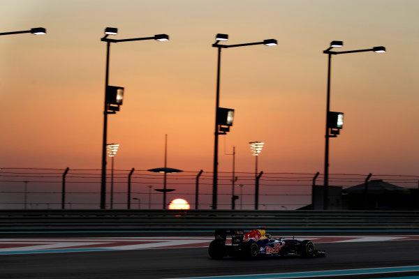 Yas Marina Circuit, Abu Dhabi, United Arab Emirates12th November 2011.Sebastian Vettel, Red Bull Racing RB7 Renault. Action. World Copyright:Glenn Dunbar/LAT Photographic ref: Digital Image _G7C4468
