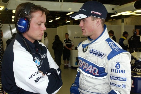 Ralf Schumacher (GER) chats with Williams Chief Operations Manager Sam Michael (AUS). 