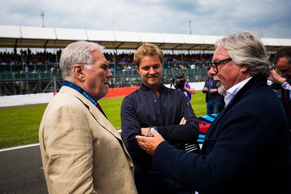 Williams 40 Event Silverstone, Northants, UK Friday 2 June 2017. Patrick Head talks to Nico and Keke Rosberg on the Silverstone grid. World Copyright: Sam Bloxham/LAT Images ref: Digital Image _W6I6548
