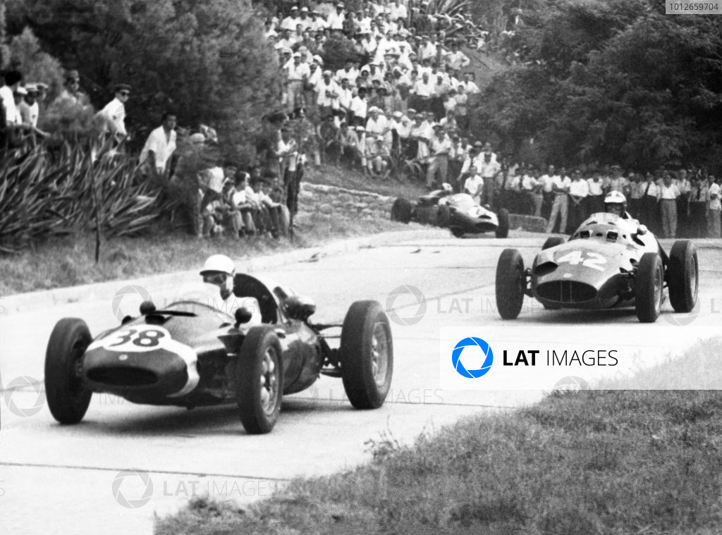 Cordoba, Argentina. 14th February 1960. Formula Libre.  Maurice Trintignant (Cooper-Climax), 1st position, leads Dan Gurney (BRM P25), 2nd position, with  Carlos Menditeguy (Cooper-Maserati), retired, action. World Copyright: LAT Photographic Ref: Autocar Used Pic 26th February 1960 Pg 331.