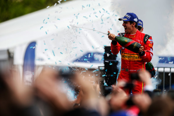 2015/2016 FIA Formula E Championship. Paris ePrix, Paris, France. Saturday 23 April 2016. Lucas Di Grassi (BRA), ABT Audi Sport FE01. Photo: Glenn Dunbar/LAT/Formula E ref: Digital Image _W2Q2373