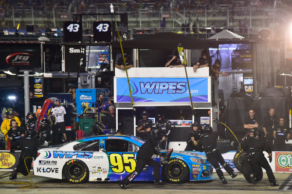 Monster Energy NASCAR Cup Series Bass Pro Shops NRA Night Race Bristol Motor Speedway, Bristol, TN USA Saturday 19 August 2017 Michael McDowell, Leavine Family Racing, Wipes.com Chevrolet SS, makes a pit stop. World Copyright: John K Harrelson LAT Images